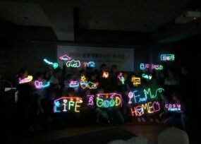 team neon sign 33   이너트립