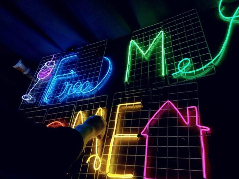 team neon sign 9 | 이너트립
